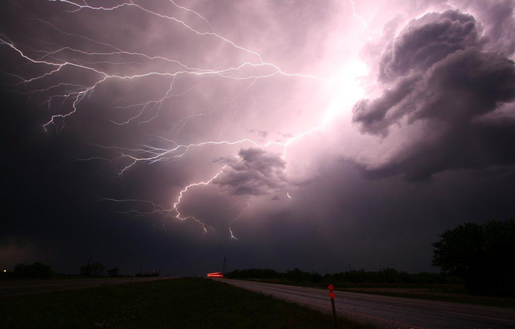 How are lightning, lightning and thunder formed?